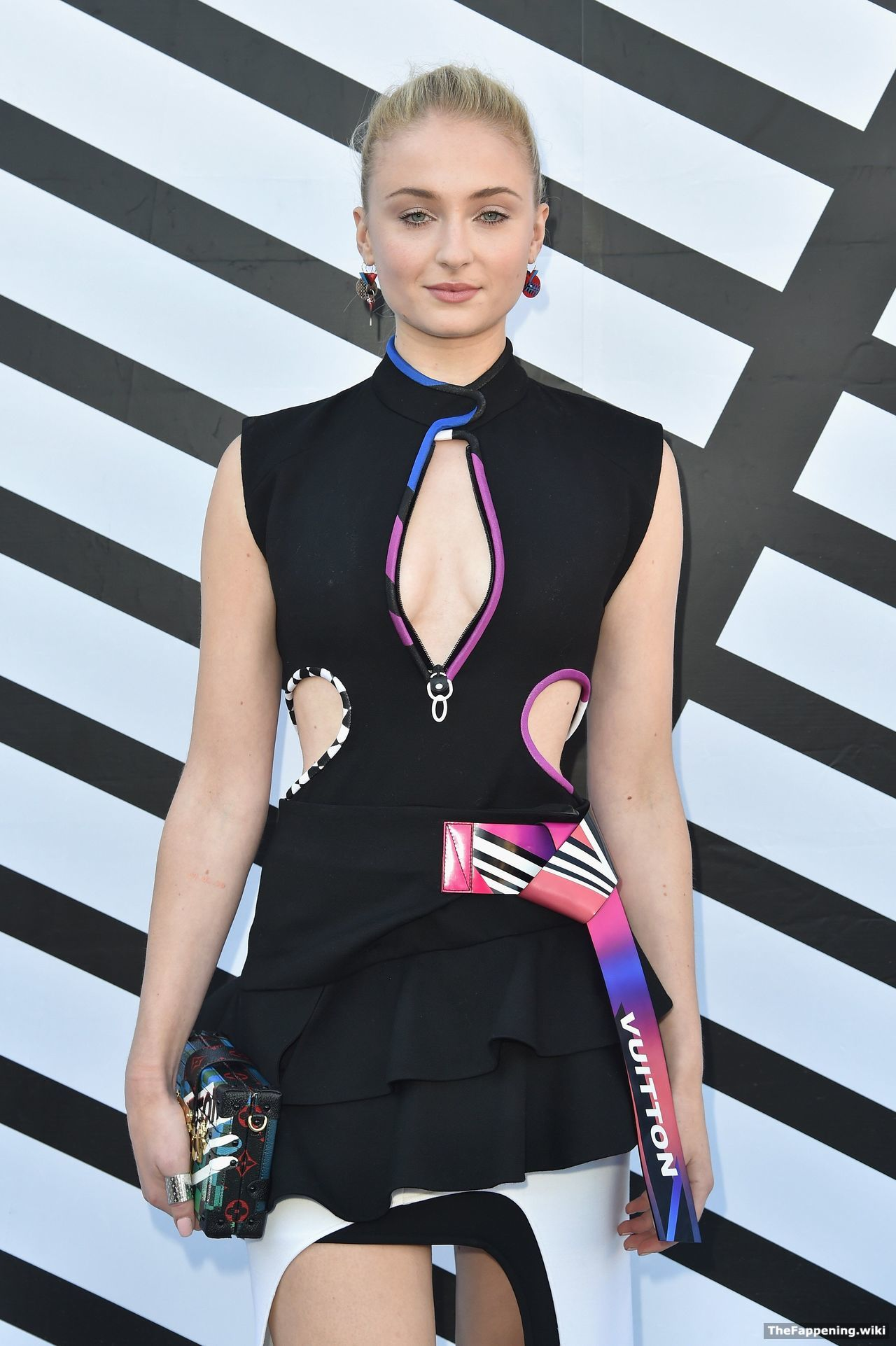 Sophie Turner Nude Pics & Vids - The Fappening