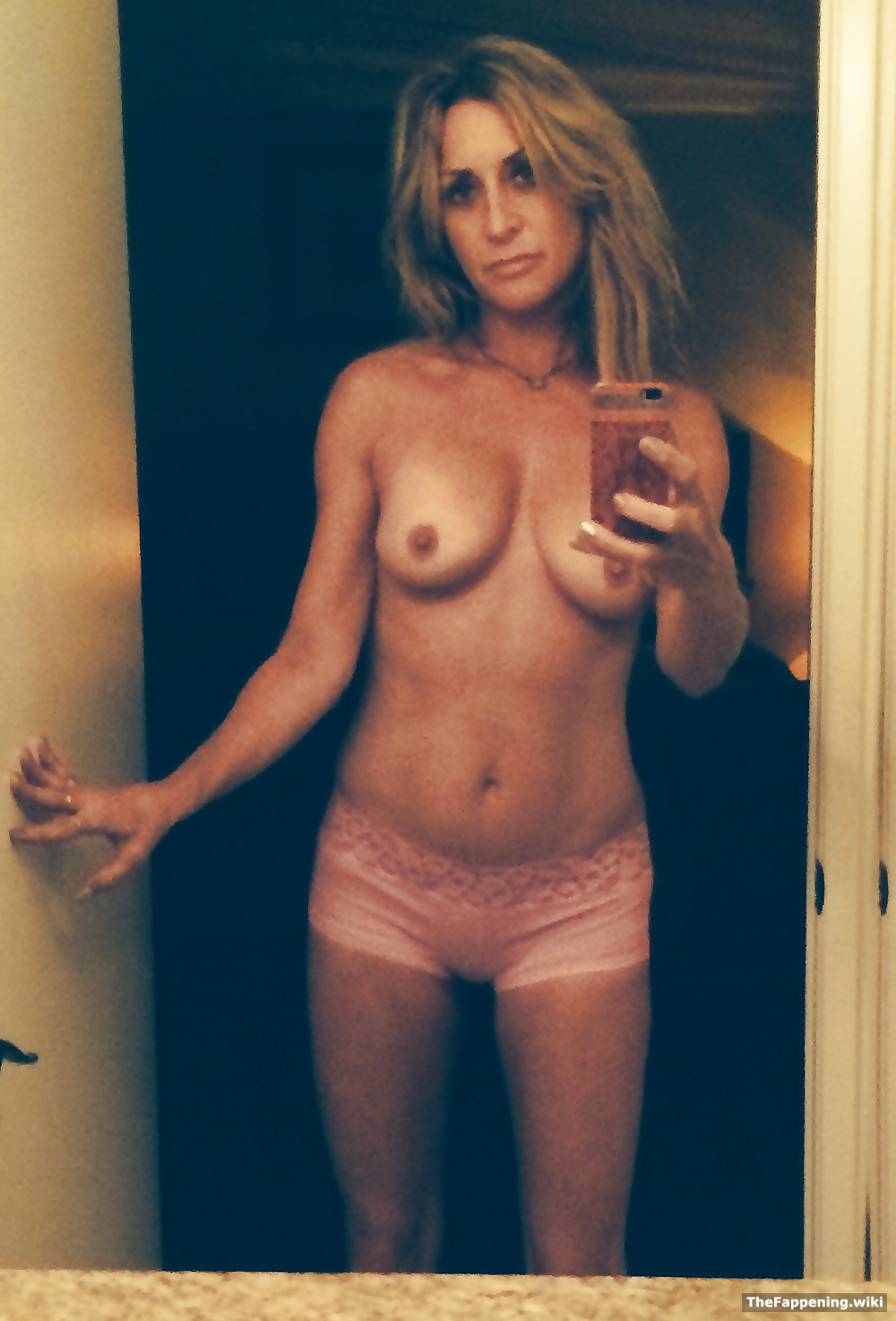 Blonde busty in naked peephole see