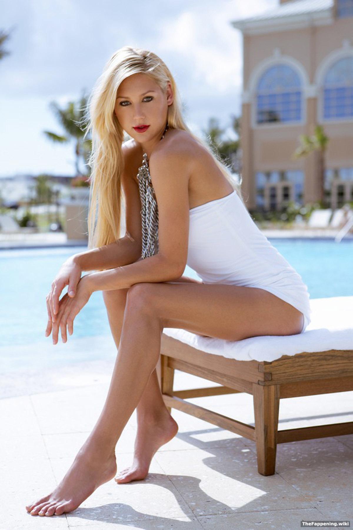 Chrissy Teigen, Anna Kournikova Apparent Nude Photos Leaked On Twitter | Pictures.Dot.News