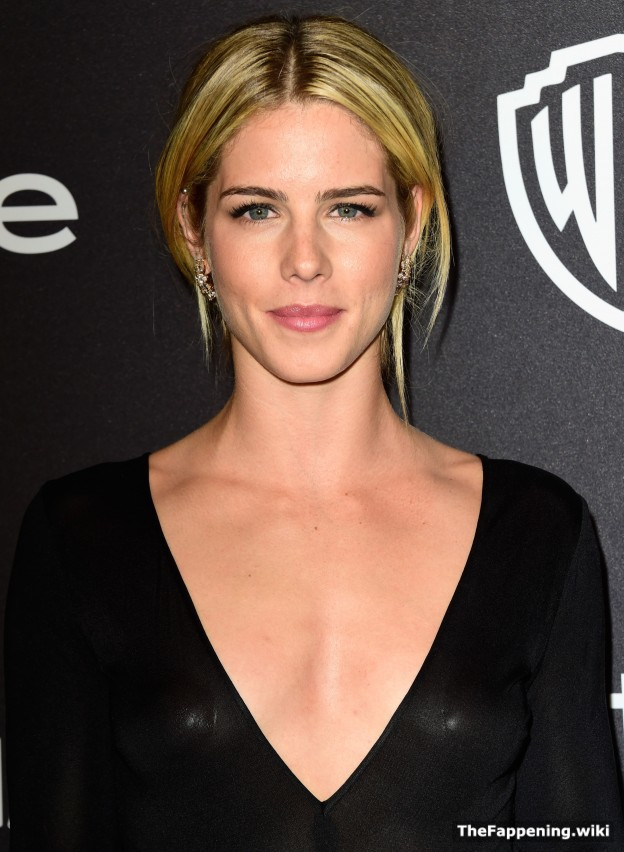 Emily Bett RichardS Nude