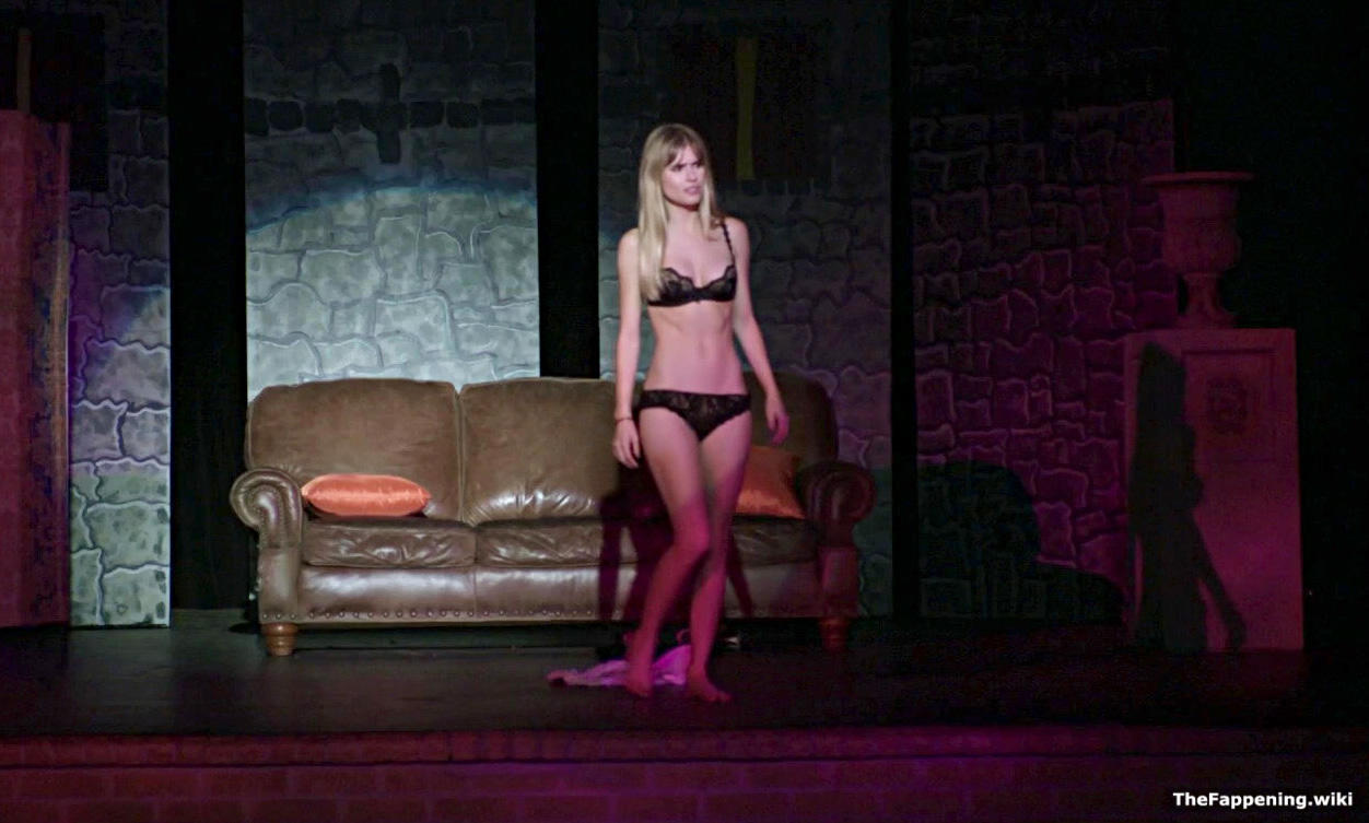 Nackt  Carlson Young 39 Sexiest