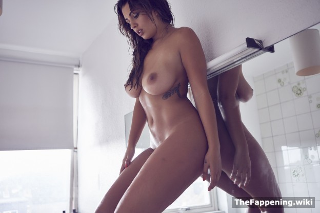 holly peers nude pics & vids - the fappening