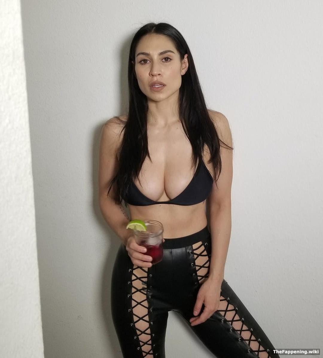Hot busty girls pics